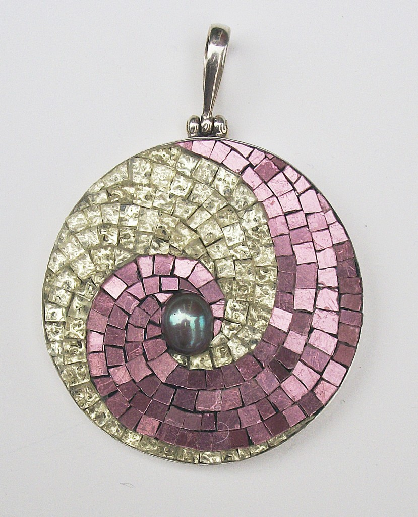 Swirl Pendant, Margo Anton, 2012, 45mm diameter, Mosaic gold, freshwater pearl set in sterling silver Photographer: Margo Anton